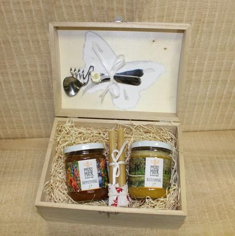 Honigtruhe XXL mit 2x 250g Honig mit Honiglöffelset, Bienenwachskerzenbündel und Schmuckband