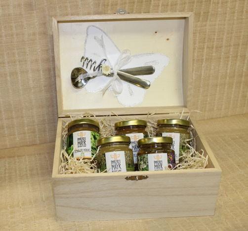 Honigtruhe XXL mit 5x 125g Honig mit Honiglöffelset und Schmuckband